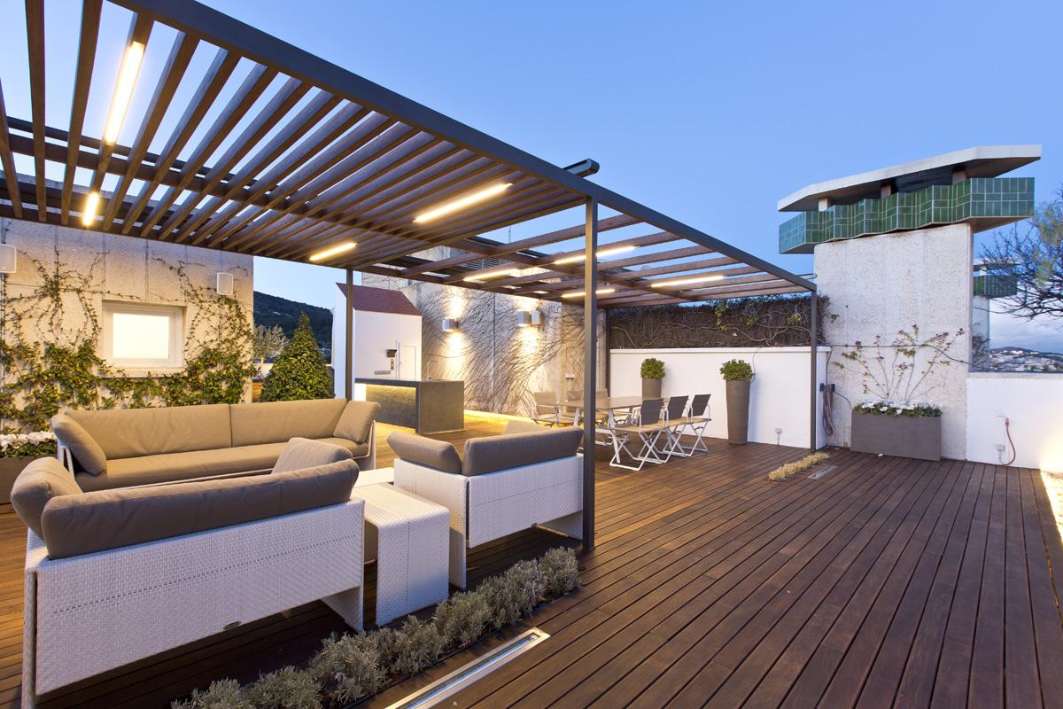 Diseño y construcción de ático en Pedralbes con pérgola de madera y ...