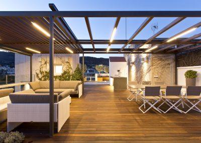 conillas-paisajismo-jardineria-diseno-espacio-exterior-terraza-con-pergola-tarima-de-madera-03