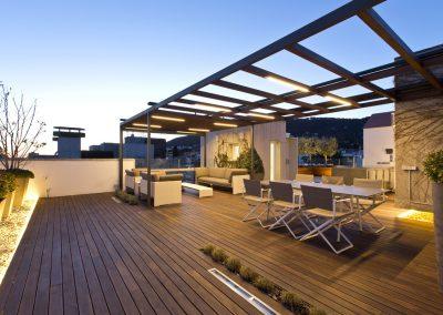 conillas-paisajismo-jardineria-diseno-espacio-exterior-terraza-con-pergola-tarima-de-madera-04