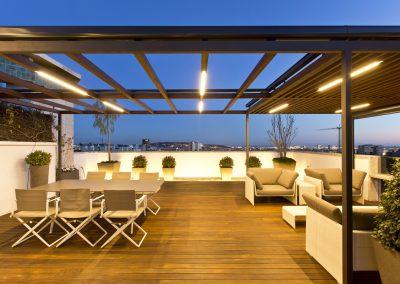 conillas-paisajismo-jardineria-diseno-espacio-exterior-terraza-con-pergola-tarima-de-madera-08