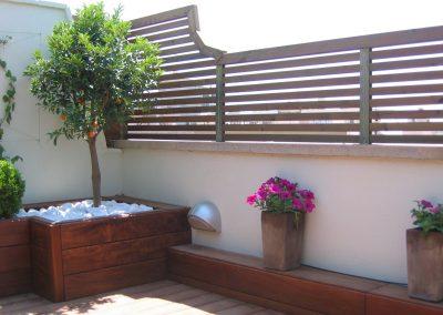 conillas-paisajismo-jardinieria-proyecto-paisajistico-en-terraza-barcelona-y-contruccion-pergola-madera-iroco-y-plantacion-vegetal-barcelona-08