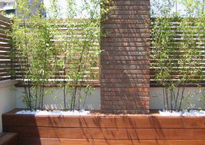 conillas-paisajismo-jardinieria-proyecto-paisajistico-en-terraza-barcelona-y-contruccion-pergola-madera-iroco-y-plantacion-vegetal-barcelona-09