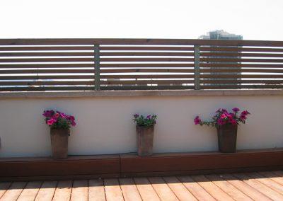 conillas-paisajismo-jardinieria-proyecto-paisajistico-en-terraza-barcelona-y-contruccion-pergola-madera-iroco-y-plantacion-vegetal-barcelona-12