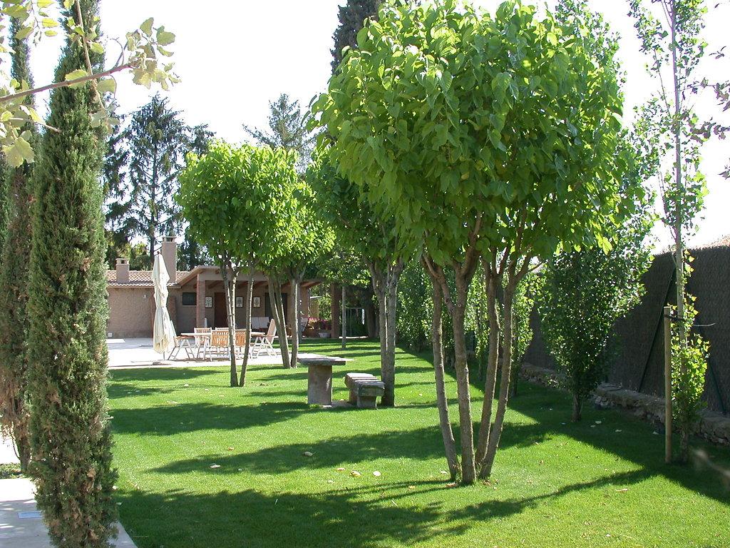 Dise o y construcci n de jard n particular en la provincia for Paisajismo jardines con piscina