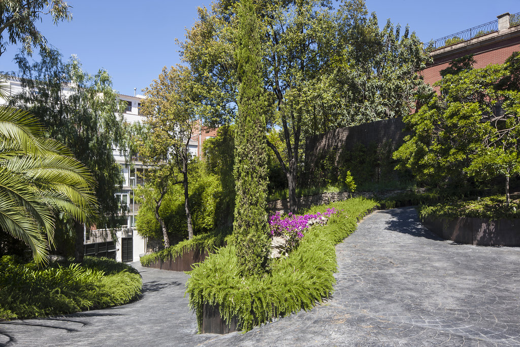 Proyecto de paisajismo de una propiedad privada en sant for Jardineria y paisajismo fotos