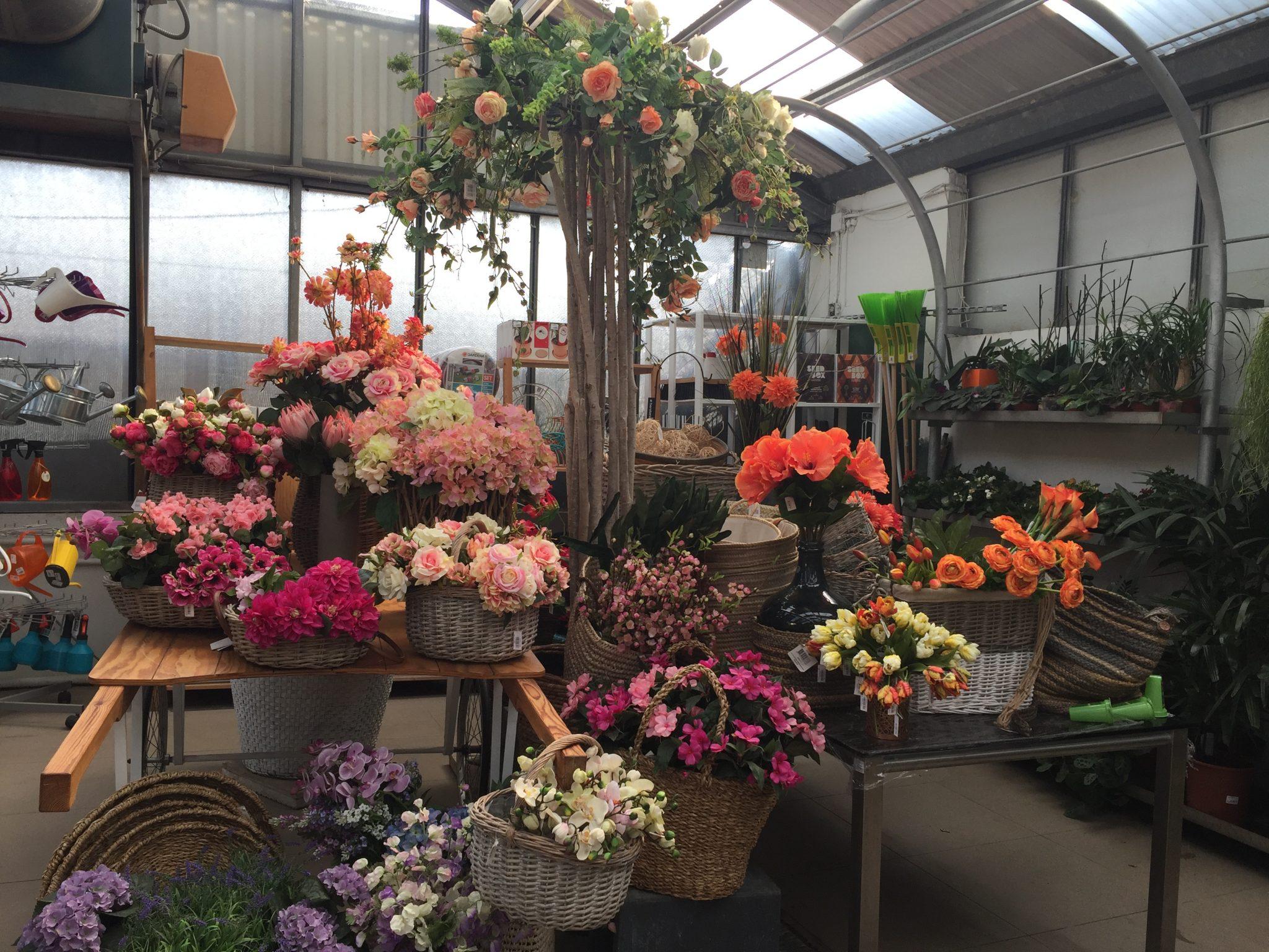 Arreglo floral con tronco natural y rosas artificiales - Arreglos florales artificiales para casa ...